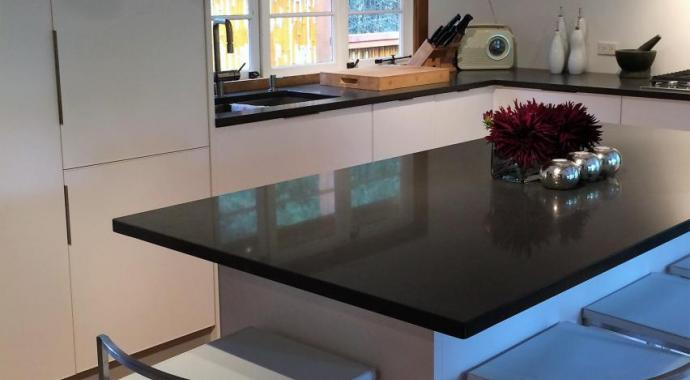 Cocina de aluminio sostenible non-toxic en blanco