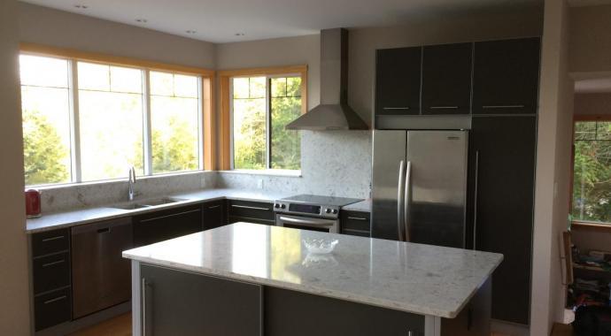 schadstofffreie nachhaltige Aluminiumküche - eternAL in grau mit Silber Highlights - ImDesign