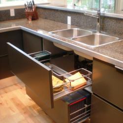 cocina aluminio en gris oscuro practica y elegante
