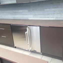 outdoor kitchen in chocolate brown powder coated aluminum