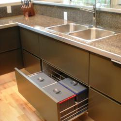 Aluminium Küche eternal von IMDesign in smoke grau Unterschränke Aufteilung