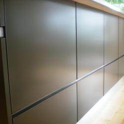 Aluminium Küche eternal von IMDesign in smoke grau Unterschränke