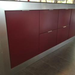schadstofffreie nachhaltige Aluminiumküche Außenbereich. - festivAL and externAL in Bordeauxrot von IMDesign